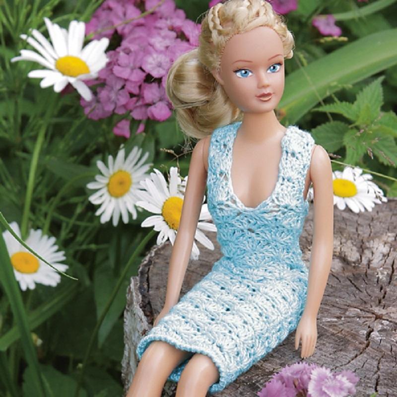 plate-na-kukle-budet-viglyadet-sleduyushim-obrazom Одежда для куклы Барби и Монстер Хай крючком и спицами: схемы с описанием, фото. Как связать платье для куклы Барби и Монстер Хай крючком для начинающих?