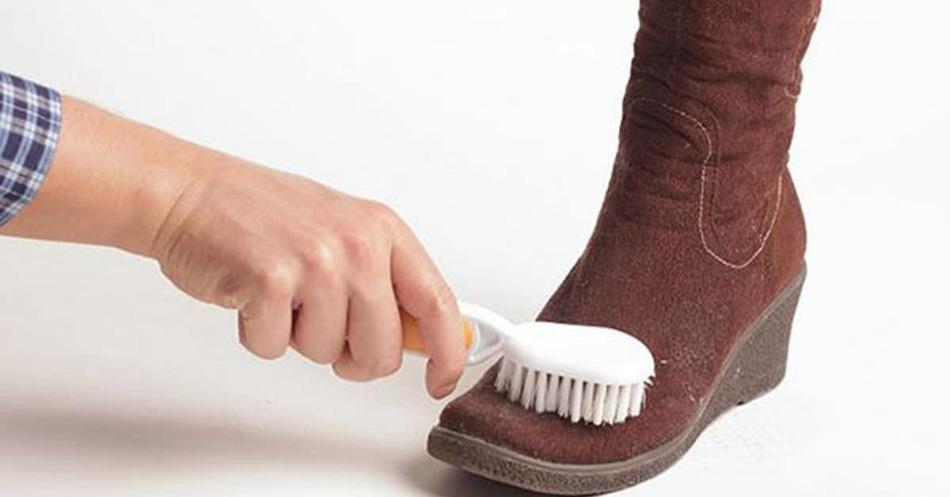 Чистить обувь во сне, к чему?