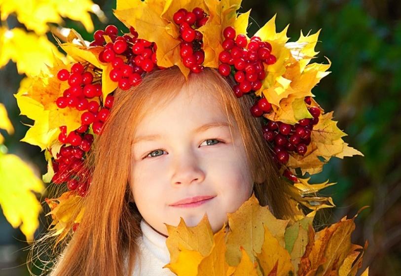 3b3a31c2a4f9a8ff211db31ce323a304 Цветы и розы из кленовых листьев своими руками пошагово. Осенние поделки из кленовых листьев – букеты с розами и цветами: мастер класс
