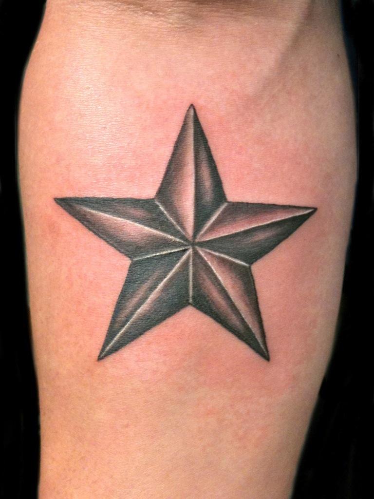 Тату-амулет в виде звезды