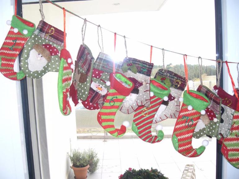 3cd9133516184c4253cae7a1177cda8f Как сделать гирлянду из бумаги своими руками — схемы, шаблоны. Как сделать гирлянду из гофрированной бумаги. Гирлянды на день рождение, свадьбу, новый год в домашних условиях