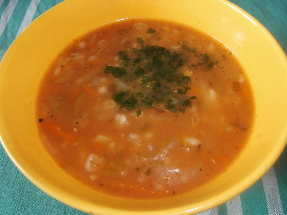 Суп с перловкой и овощами.