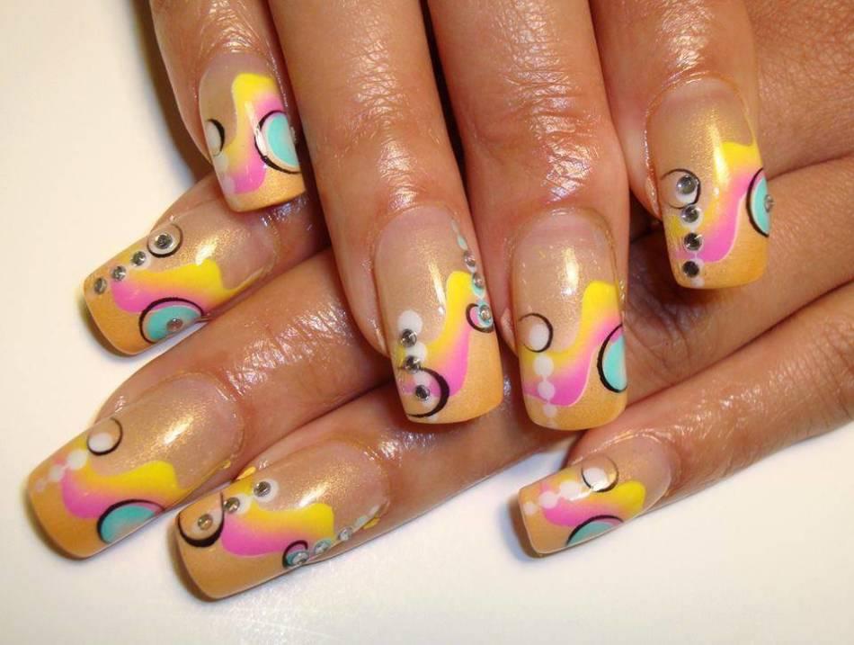 Летний френч с рисунком и узором на ногтях - красивый узор