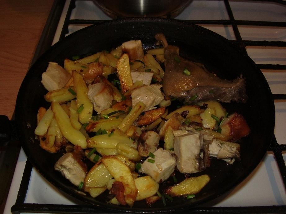 предлагается жареная картошка с мясом на сковороде картинки этой теме будут