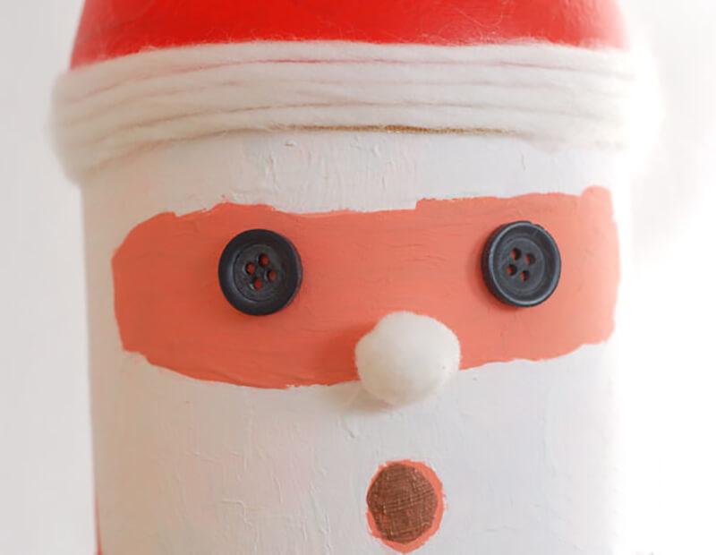 Дед мороз из цветной бумаги и пластиковой бутылки