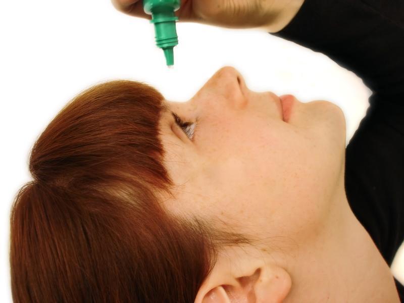Современная фармацевтика предлагает большое количество глазных капель различного действия