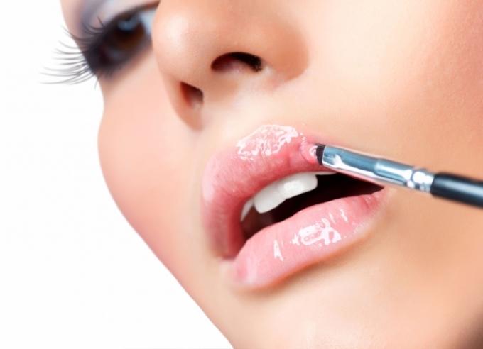 Питайте губы витаминами