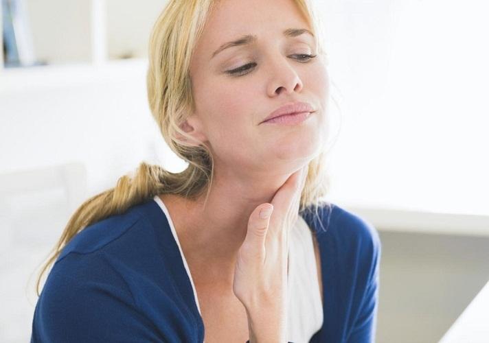 Самая распостраненная причина ощущения кома в горле - это нервное истощение