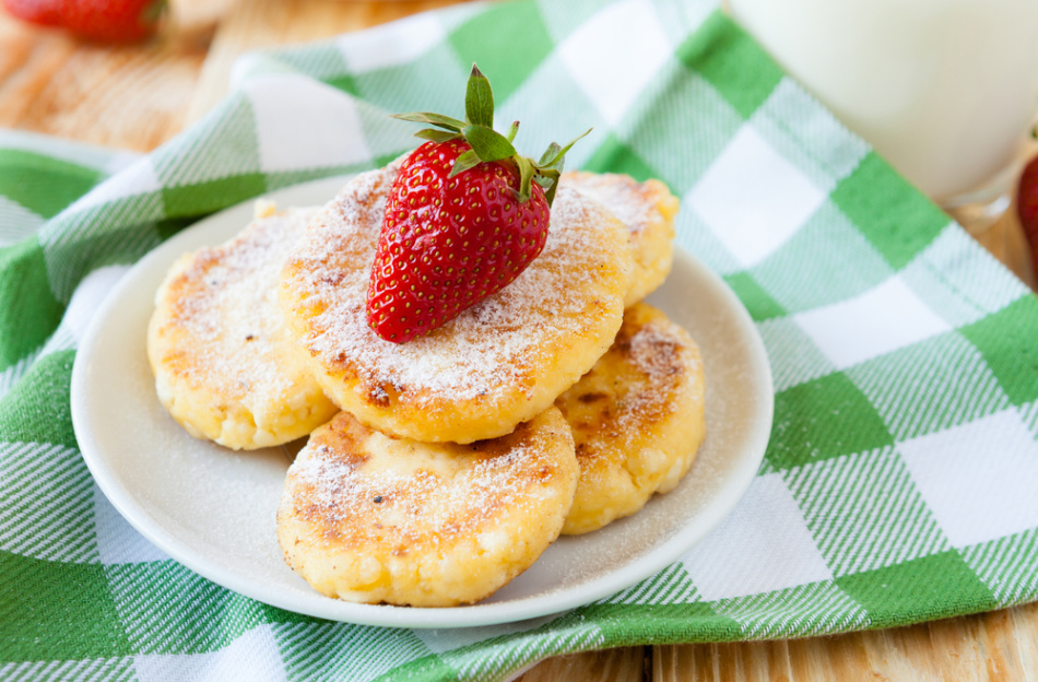 Детям можно приготовить на завтрак сырники