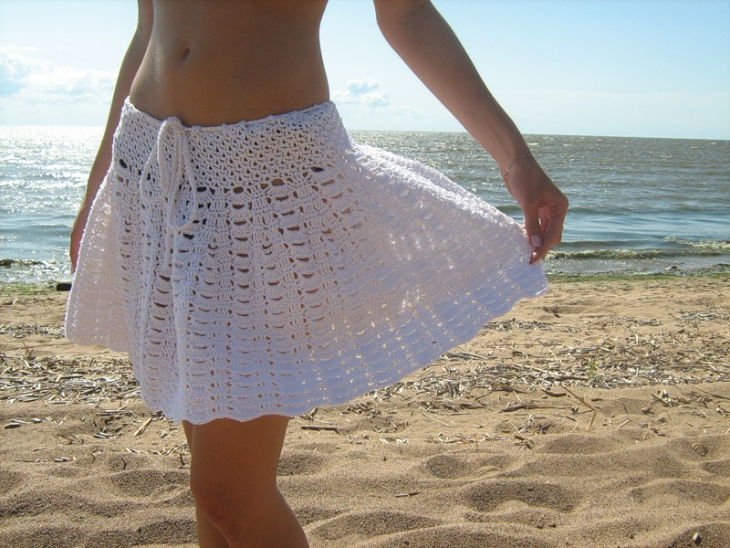 Ажурная белая юбочка для девочки спицами