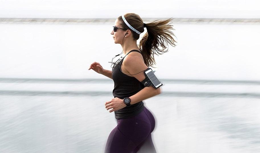 Чехол для телефона для занятий спортом - полезный подарок спортивной девушке