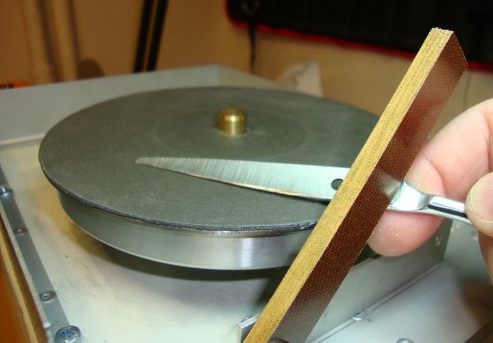 Затачивайте ножницы только под заводским углом