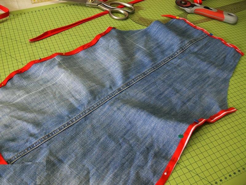 fartukizdzhinsov08 Сарафан из старых джинсов своими руками: выкройки, как сшить детский сарафан