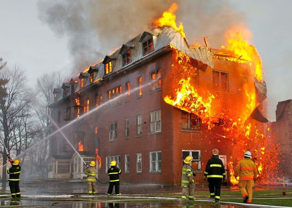Пожар в школе во сне - к неожиданной победе наяву.