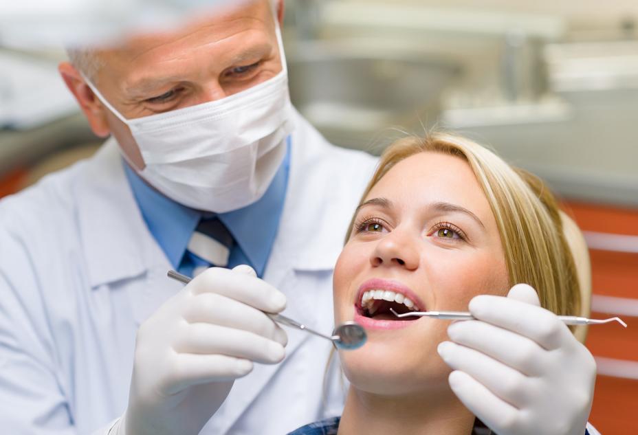 Своевременное лечение зубов - один из методов профилактики бруксизма