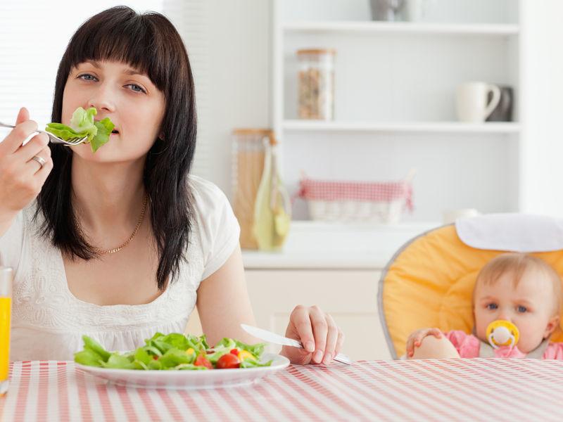 Кормящая женщина ограничена в рационе питания