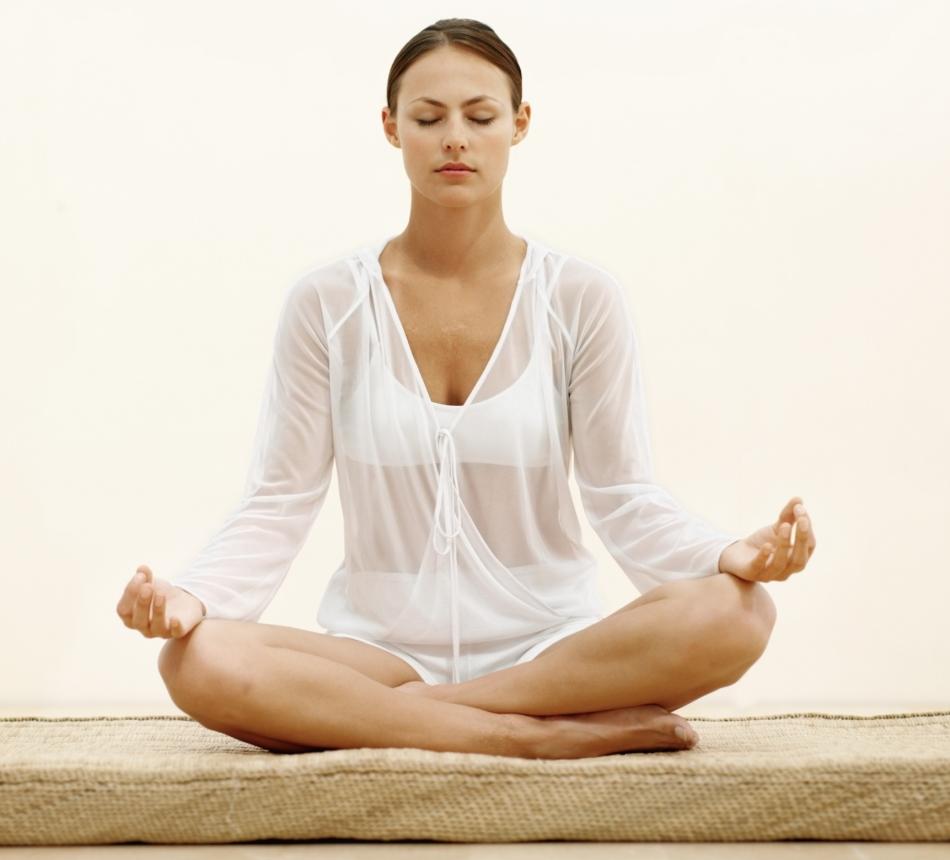 Медитирование перед изготовлением рун поможет настроиться на нужную волну