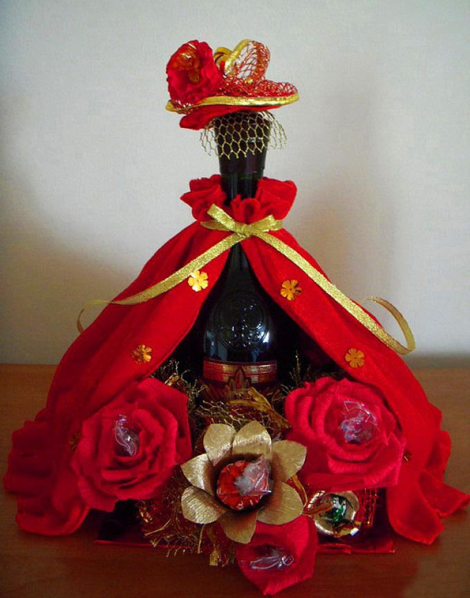 48f7f648c4d95d0dca49d46ef852c740 Декупаж бутылок своими руками: свадебных, на день Рождения, Новый год. Как сделать декупаж свадебных бутылок шампанского и бокалов?