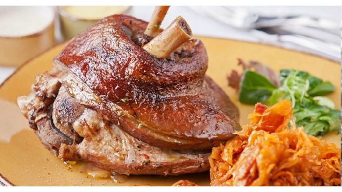 Свинина в темном пиве с квашенной капустой по-баварски
