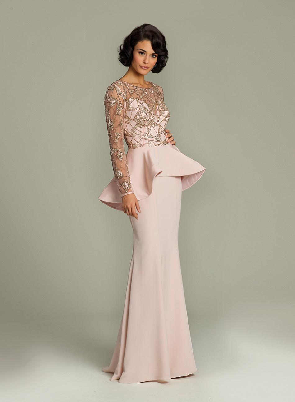 208ce458cdf Платье актуального нежно-розового цвета на выпускной-2019 с баской