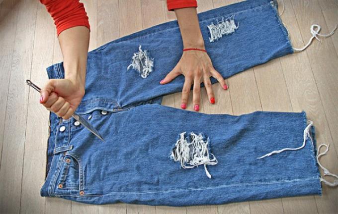 krasivie-diri-na-dzhinsah Как сделать красивые дырки и эффект потертости на джинсах своими руками: фото и видео уроки как можно красиво порвать джинсы в домашних условиях поэтапно и из обычных джинс сделать модные рваные