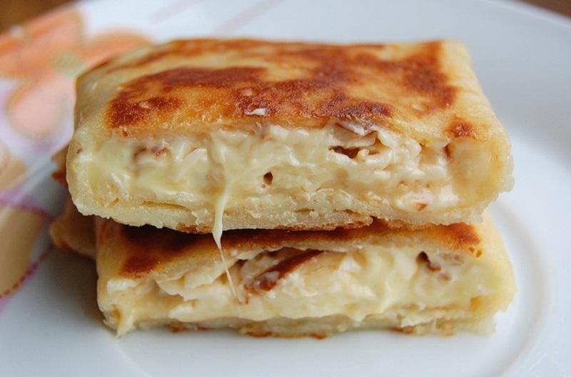 Простое и вкусное блюдо - блины с сыром