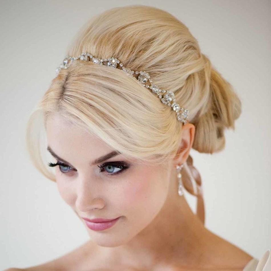 Пышный начёс на волосах невесты