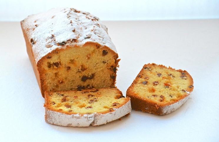 Кекс-хлебец прямоугольной формы.