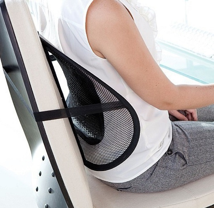 Такой массажер для спины, преподнесенный в подарок девушке, можно прикрепить на ее рабочем месте