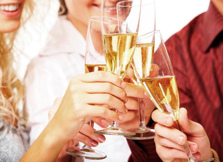 Через сколько времени можно садиться за руль после бокала шампанского