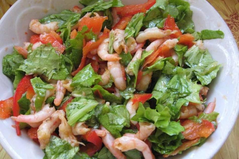 Салат с морепродуктами и кокосовым маслом - полезное блюдо, достойное праздничного стола.