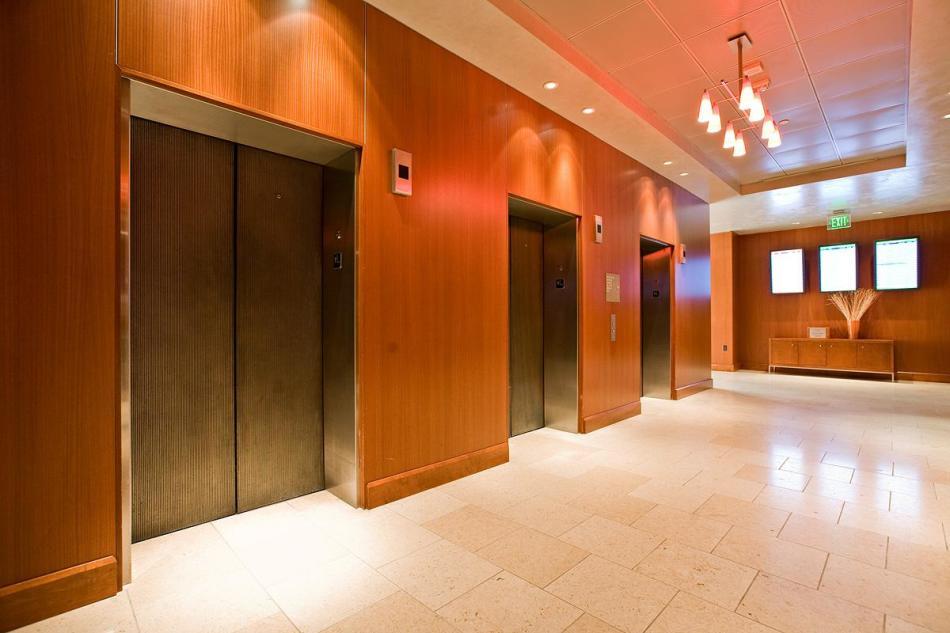 Приснился лифт: что может значить этот сон{q}