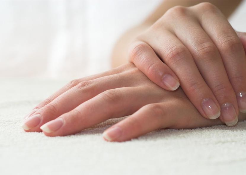 Чтобы отрастить ногти за неделю постарайтесь как можно меньше их травмировать