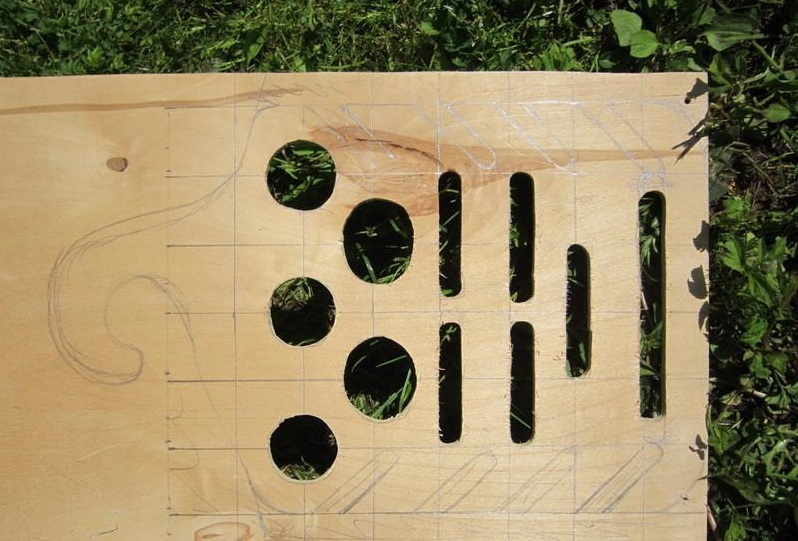 akkuratno-vipilennie-otverstiya-pod-veshalku Как сделать вешалку
