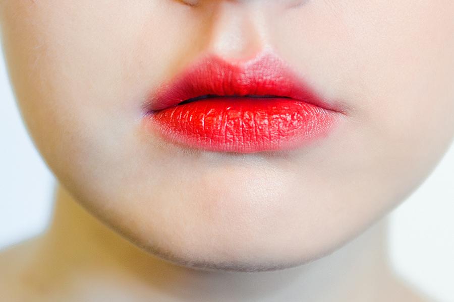 Эффект зацелованных губ в макияже