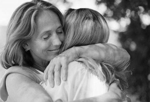 Покойную маму, явившуюся к вам во сне, вы можете спокойно принять за ваш внутренний голос. сон с ее участием - это однозначно предзнаменование.