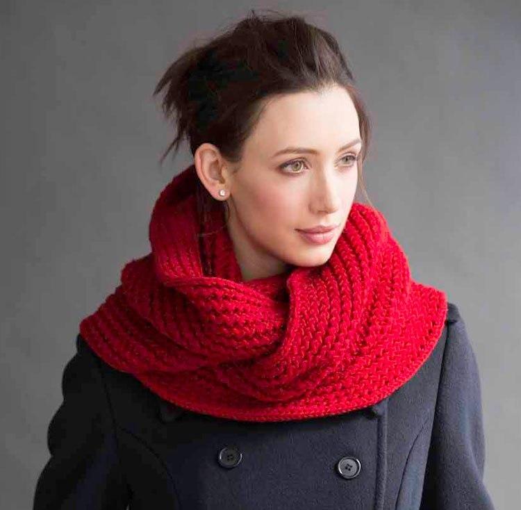 kak-svyazat-snud-spicami-dlya-zhenshini-novie-modeli Снуд спицами для женщин: схемы вязания, новинки, узоры, размеры. Как связать красивый шарф снуд хомут, капюшон, трубу, с косами, ажурный спицами с описанием?