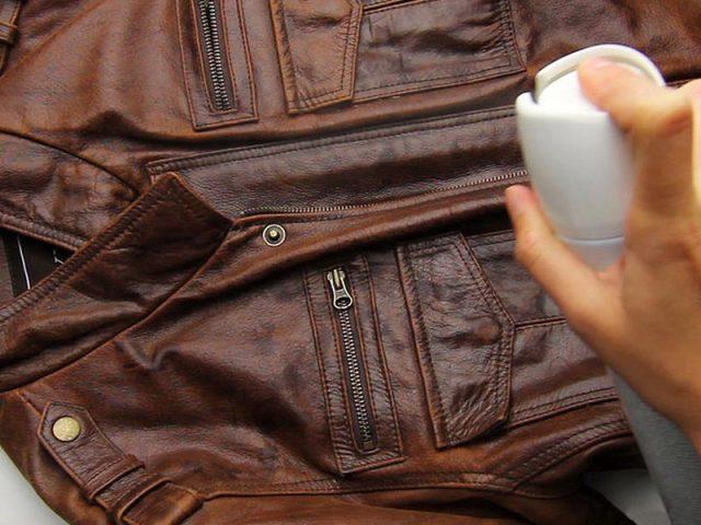 80d4cb96e Как и чем разгладить натуральную, лаковую и искусственную кожу на кожаной  куртке, сумке, сапогах в домашних условиях: способы, советы.