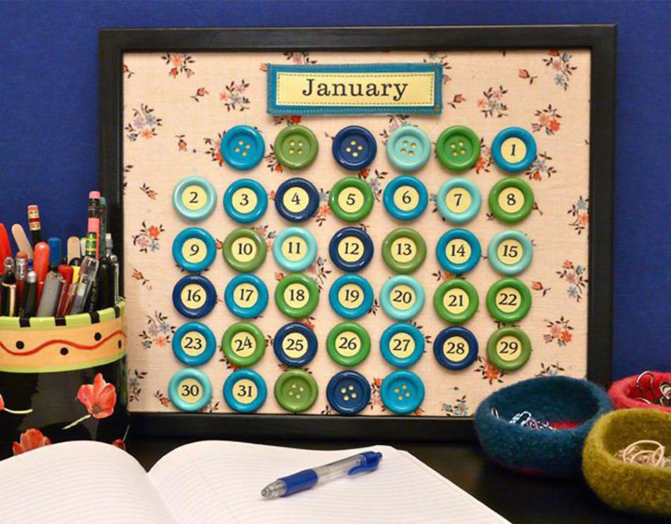vot-tak-viglyadit-kalendar-iz-pugovic-kotorii-mogut-sdelat-dazhe-deti Календарь своими руками - 80 фото, шаблоны и идеи оформления как сделать красивый календарь