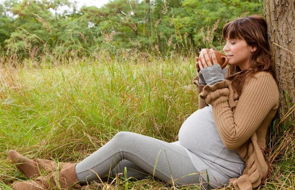 Беременным женщинам можно выпивать немного зеленого чая с жасмином