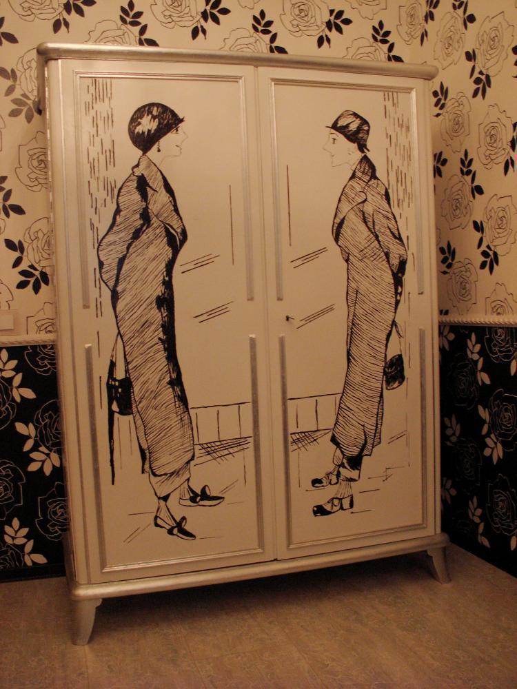 dekupazh-shkafa-krupnimi-risunkami Декупаж старого шкафа своими руками фото: кухонный мастер-класс, как сделать оформление двери шкафчика
