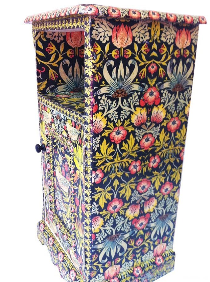 dekupazh-tumbochki-kraskami-i-lakom Декупаж старого шкафа своими руками фото: кухонный мастер-класс, как сделать оформление двери шкафчика