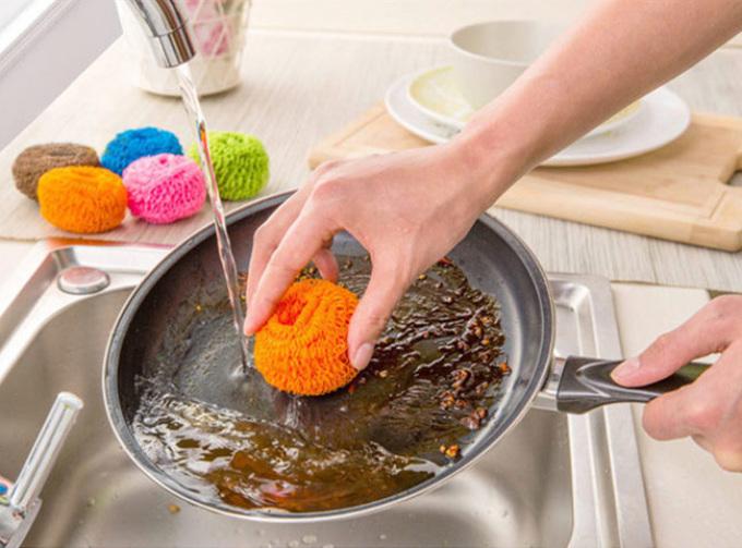 Чистим сковороду