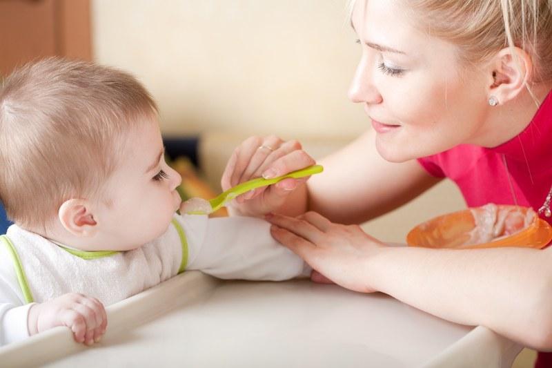 Каша - один из первых прикормов для малыша