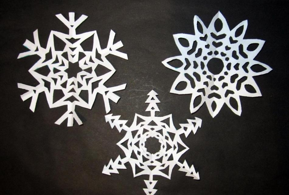 krasivie-snezhinki-iz-bumagi-foto-2 Как крючком связать красивую снежинку? Снежинки крючком: узор, схемы с описанием для начинающих