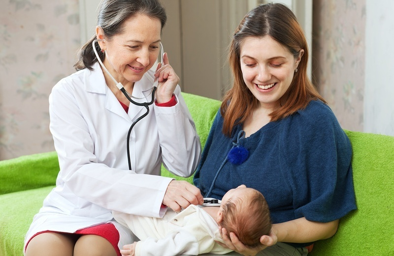 Патронаж - не только медицинское мероприятие, он также преследует цели поддержать молодую маму и помочь ей научиться ухаживать за новорожденным.
