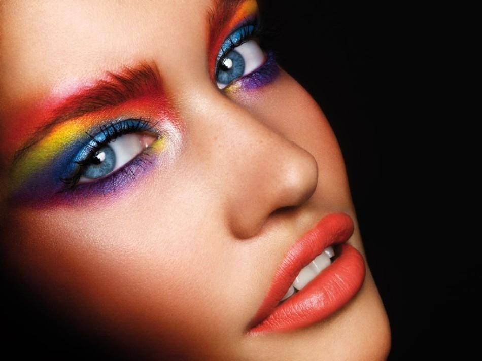 Фото яркого вечернего макияжа