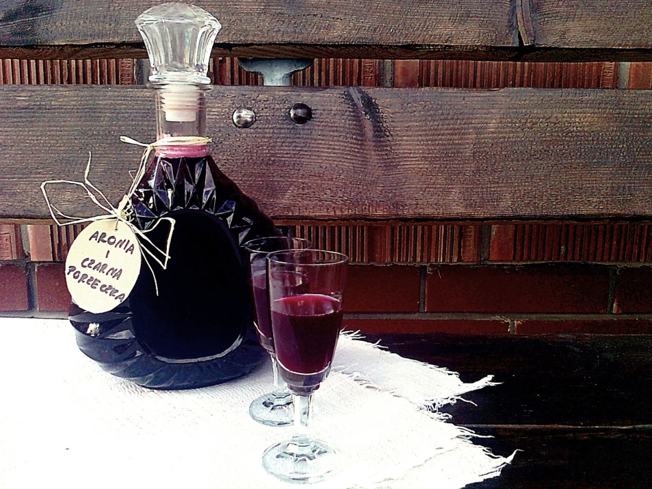 Не забудьте разлить вино по красивым бутылкам