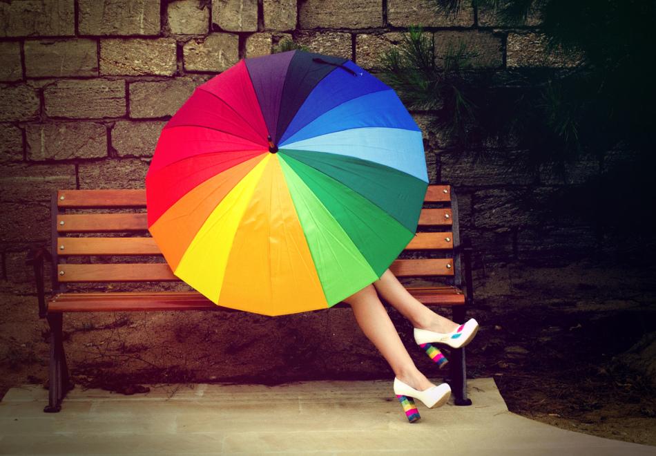 Яркий и удобный зонт - хороший практичный подарок для девушки