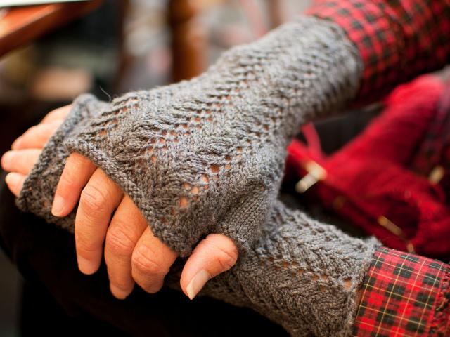 Как связать перчатки крючком для начинающих: видео, схемы. Как связать детские, мужские и женские перчатки крючком: узоры, описание